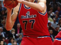 1995-1996 NBA season: Gheorghe Muresan drops 27 points, 11 rebs on Bulls