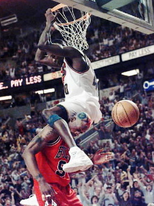 kem-dunks-on-rodman