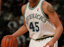 Former NBA center Sean Rooks gives inspirational speech to 500 students