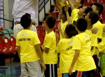 Yao Ming towers over everyone on Philippines visit – PHOTOS