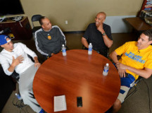 Ex-NBA players Dell Curry, Mychal Thompson sit down with their sons – PHOTOS