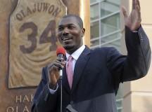 Olajuwon praises Lebron and Kobe, says he could take Griffin's game to new level