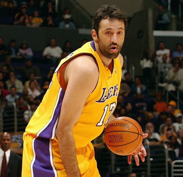 vlade-divac-lakers.jpg