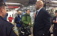 Charles Barkley takes NY subway for the first time, jokes with people – VIDEO