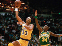 Vintage NBA: Kareem Abdul-Jabbar (VIDEO)