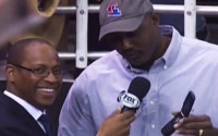 "Karl Malone being old-school, praising his flip phone, calling it ""masterpiece"""
