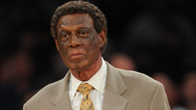elgin-baylor-clippers-sidelines