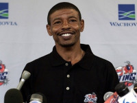 Muggsy Bogues warns 2K Sports who make NBA 2K15 about his picture in game