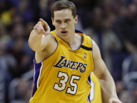 """Mad Dog"" Mark Madsen becomes assistant coach with Lakers"
