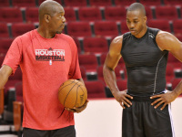 Olajuwon: Dwight Howard can be dominant at both ends of the floor