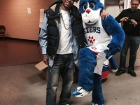 Allen Iverson befriends Sixers' new mascot, Franklin – PHOTOS