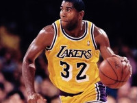 WATCH: Magic Johnson showcases amazing court vision