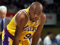 """WATCH: Nick Van Exel feeds """"super-pass"""" to Vlade Divac for the dunk"""