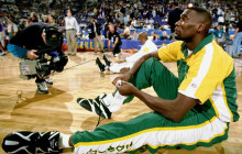 WATCH: Shawn Kemp blindly dunks right through defender!