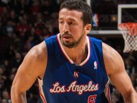 Hedo Turkoglu waves goodbye to NBA