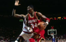 "Hakeem Olajuwon's ultimate ""Dream Shake"" mix (VIDEO)"