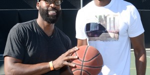 Ex-NBA players Baron Davis, Jarron Collins attend basketball fundraiser
