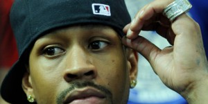 Allen Iverson makes selfie with woman, who didn't know who he was (PHOTO)