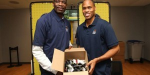 Dikembe Mutombo, PJ Brown gather old mobile phones from fans - PHOTOS