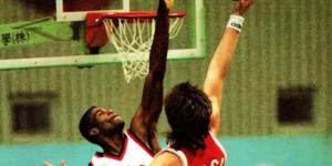 Throwback: Watch 7'3 Arvydas Sabonis do a monster tip-dunk on David Robinson