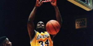 Shaq attack: Diesel runs the floor, spins, dunks - fans go crazy!